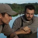 Discussion barque - Image tirée du film